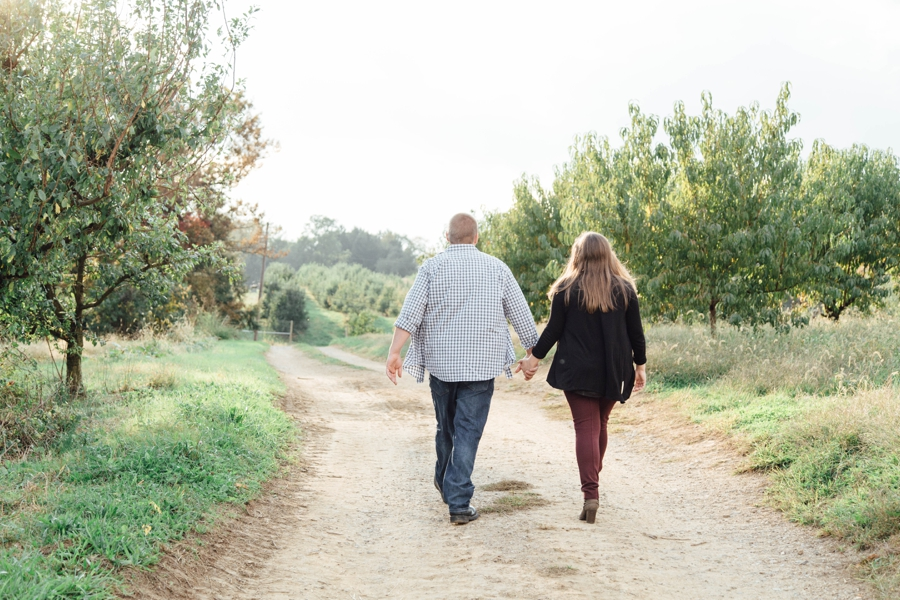 barnards-orchard-chester-county-pa-couple-pictures_0005