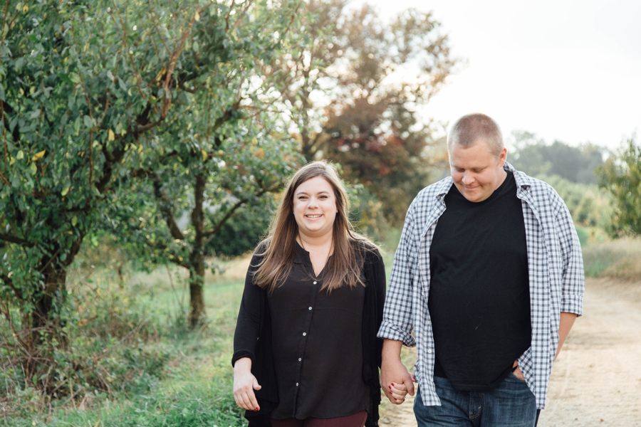 barnards-orchard-chester-county-pa-couple-pictures_0008