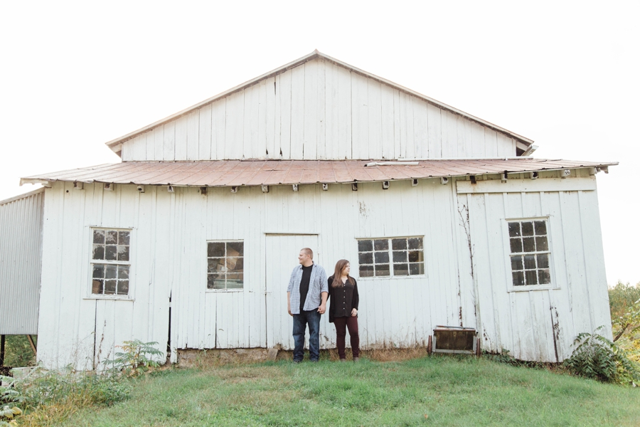 barnards-orchard-chester-county-pa-couple-pictures_0015