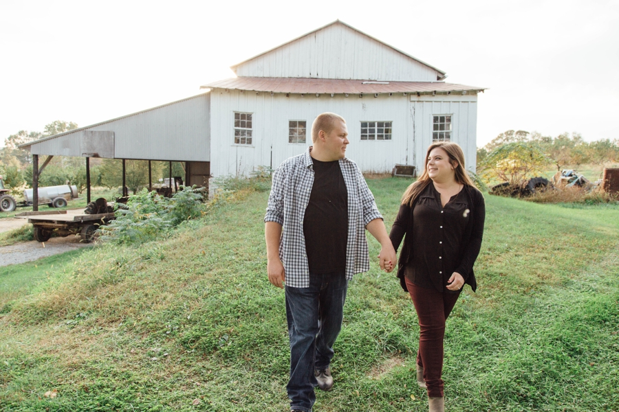 barnards-orchard-chester-county-pa-couple-pictures_0018