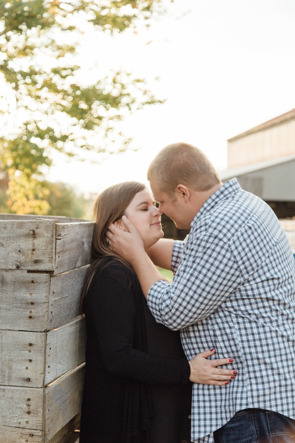 barnards-orchard-chester-county-pa-couple-pictures_0020