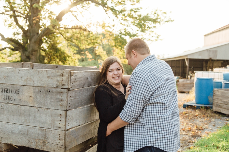 barnards-orchard-chester-county-pa-couple-pictures_0021
