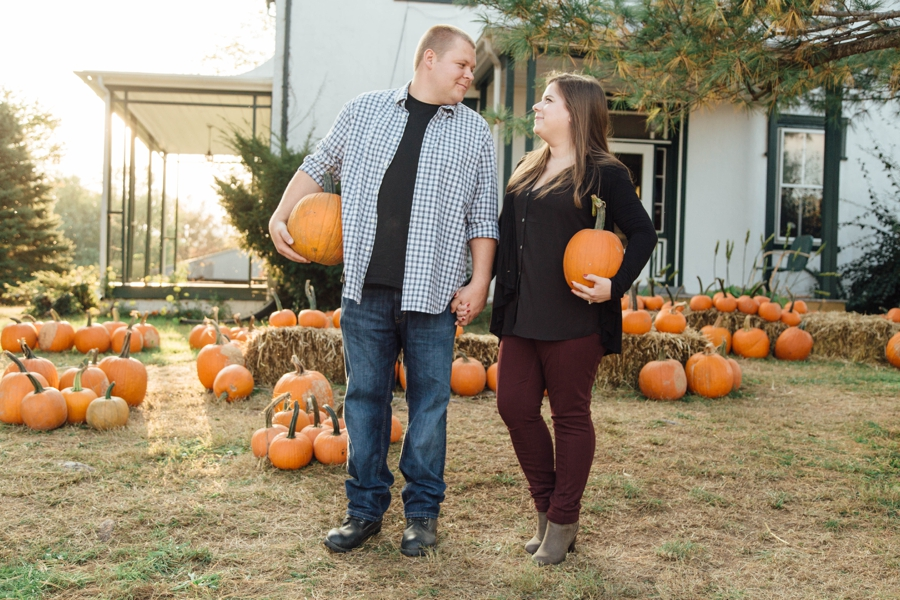 barnards-orchard-chester-county-pa-couple-pictures_0032
