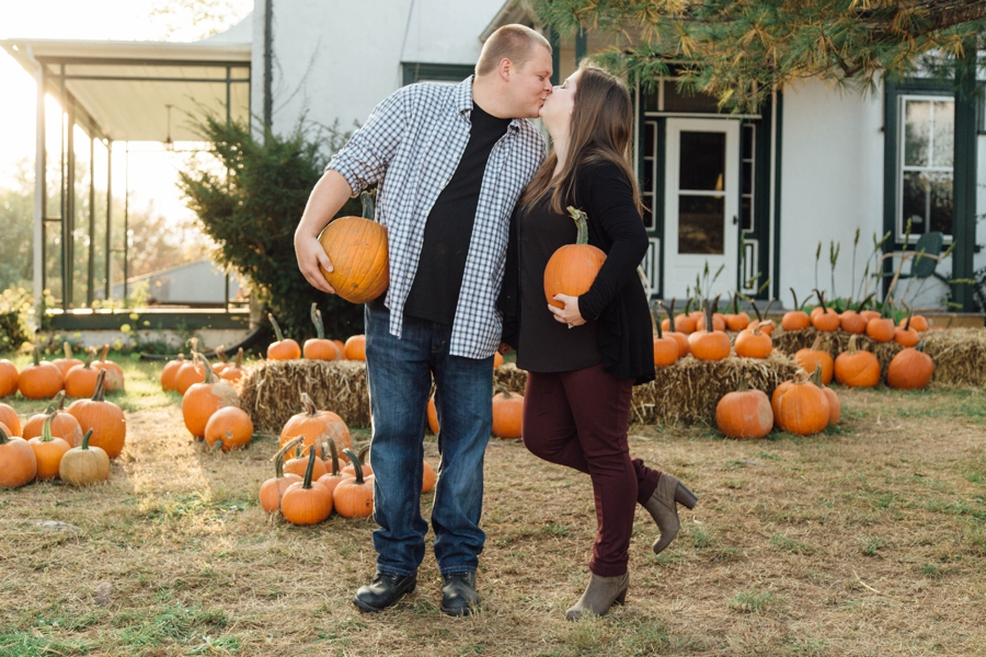 barnards-orchard-chester-county-pa-couple-pictures_0033