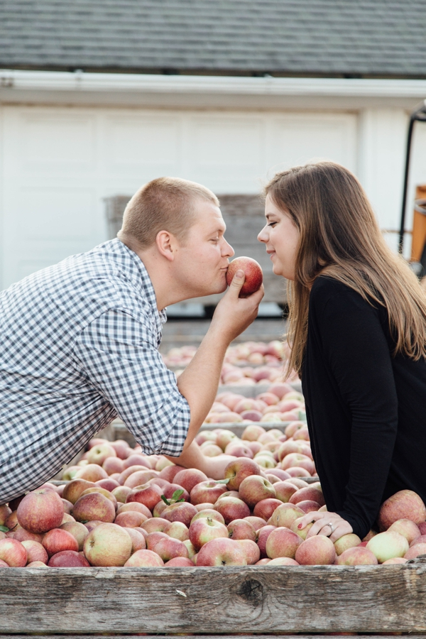 barnards-orchard-chester-county-pa-couple-pictures_0037