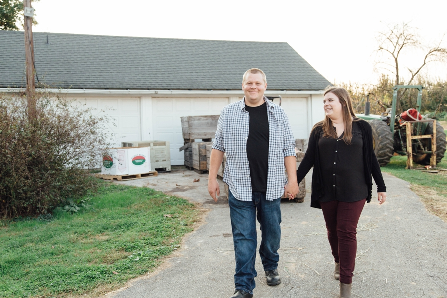 barnards-orchard-chester-county-pa-couple-pictures_0038