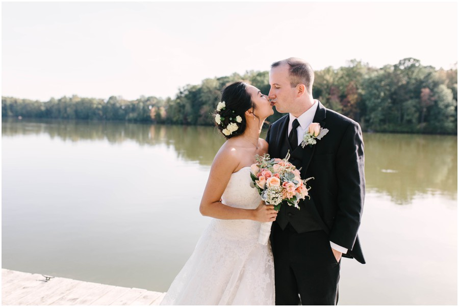 couple kissing at Lums Pond State park